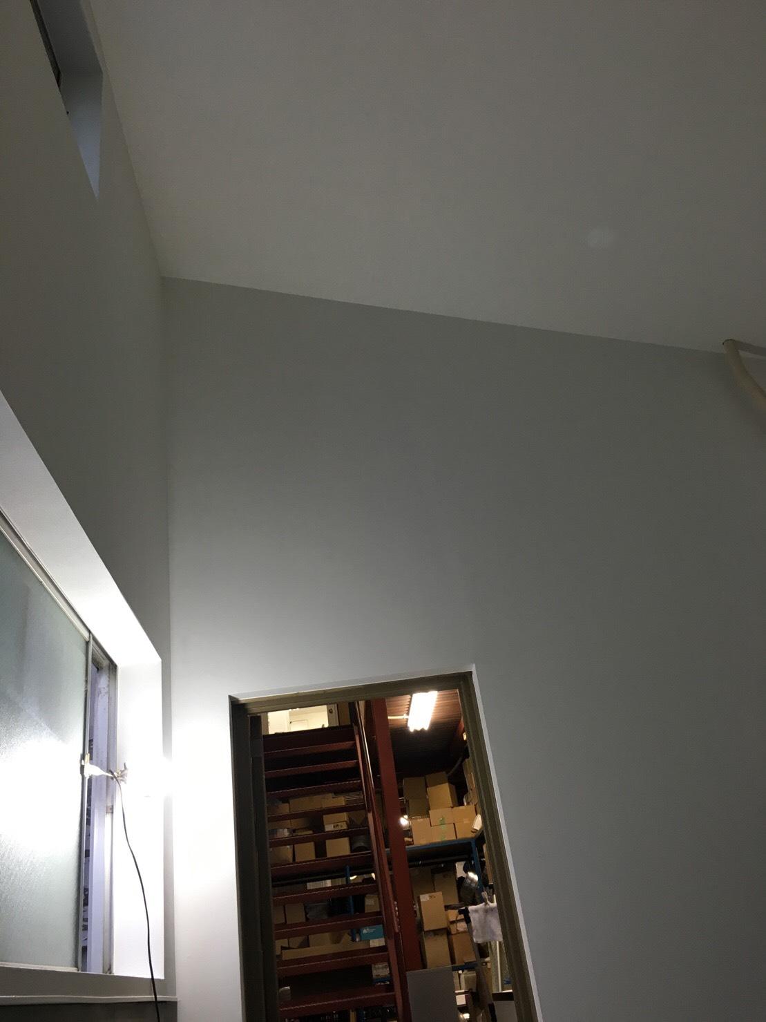 愛知県名古屋市の建築一般工事 リフォーム工事の株式会社松昇の守山区事務所改装工事(パテ、クロス工事)