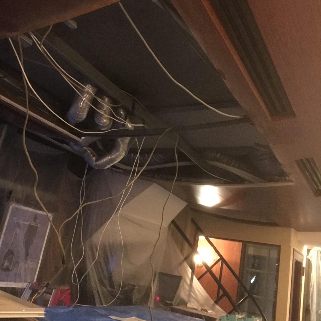 愛知県名古屋市の建築一般工事 リフォーム工事の株式会社松昇の市内店舗改造工事(軽鉄、ボード工事